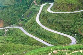 Đường đèo hiểm trở gây nguy hiểm cho lái xe